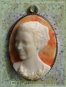 Portrait de jeune femme en camée - Art`n Wood: créatrice de bijoux en matières naturelles