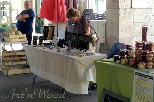 mes créations artisanales au marché du terroir de Bracieux, Loir-et-Cher. Art`n Wood, sculptrice, artisan d`art, créatrice de bijoux, sculptures et cadeaux d`art en matières précieuses naturelles