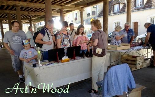 mes créations artisanales au marché du terroir de Bracieux, Loir-et-Cher. Art`n Wood, sculptrice, artisan d`art, créatrice de bijoux personnalisés, sculptures cadeaux en matières précieuses naturelles