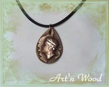 bijou Corse pendentif Stilla Corsica, silhouettede l'^le et tête de Maure, bronze massif par Art'n Wood